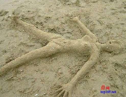 美女上的美女雕塑沙滩尿失禁图片