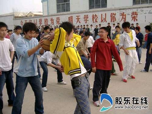 活跃校园 烟台职业学院韩国语学院趣味运动会