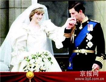戴安娜王妃身穿婚纱.(来源:北京晚报)-戴妃婚纱布 1片1000英镑