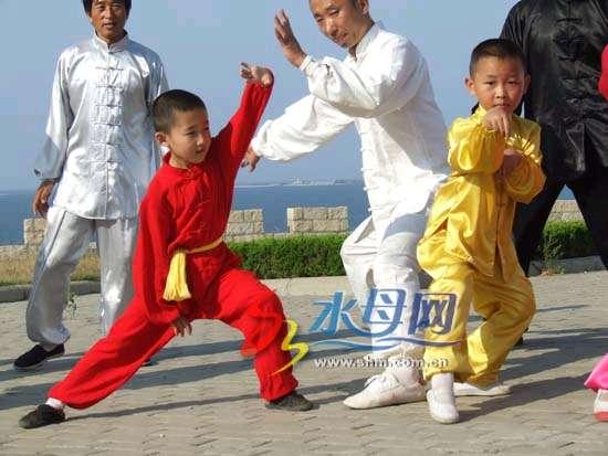 烟台螳螂拳上中央4套《走遍中国》节目(图)