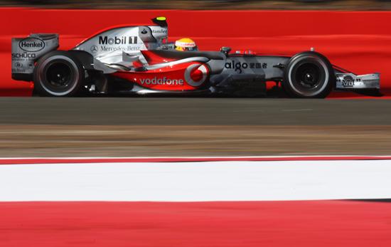 F1英国大奖赛排位赛汉密尔顿直线加速