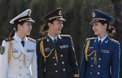 解放军女三军士官穿着07式军服