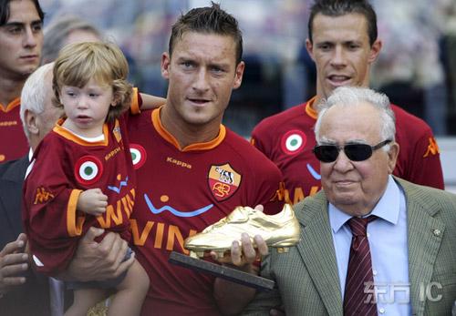 罗马3 0锡耶纳托蒂这奖杯足以笑傲欧洲