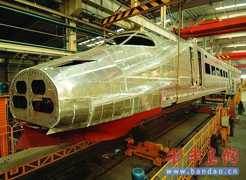 时速300公里动车组铝合金车体青岛下线(图)