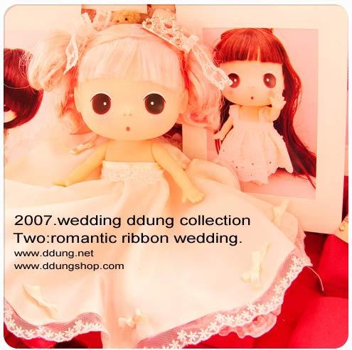 可爱的迷糊娃娃的婚纱秀