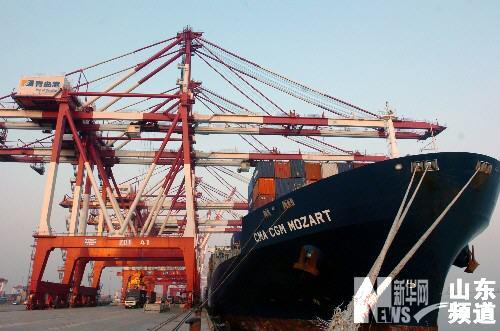 青岛港集装箱吞吐量进全球十强