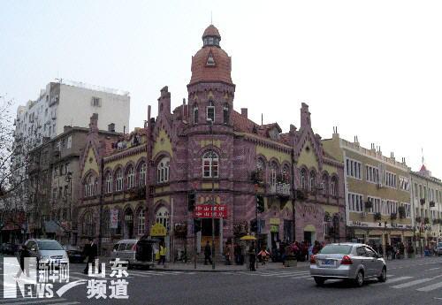 青岛市中山路上修缮一新的德式建筑(12月21日摄).