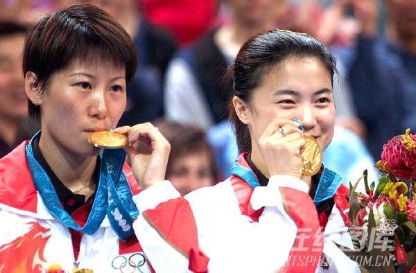 2000年现役奥运冠军 王楠李菊合影