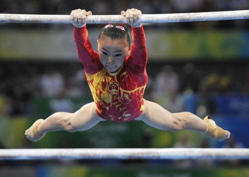 图文-体操女子高低杠决赛