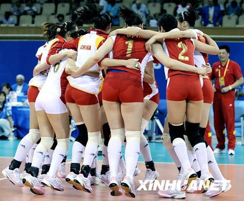 8月23日,中国队球员庆祝胜利.当日,在北京奥运会女排铜牌高清图片