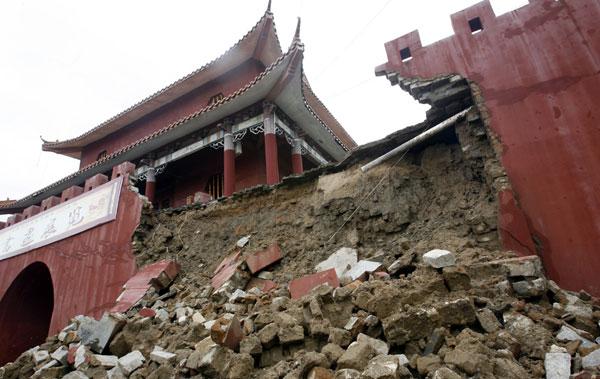 海南连日大雨 崖州古城城墙坍塌(组图)