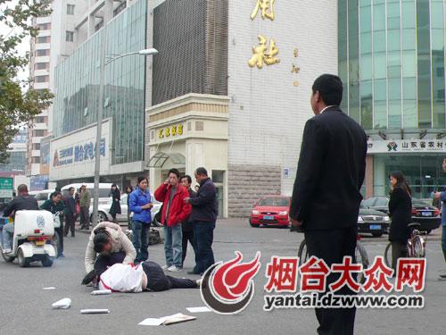 和高中女生车震_高中女生被车撞飞 热心市民追赶肇事司机(图)-撞,女生-新闻中心