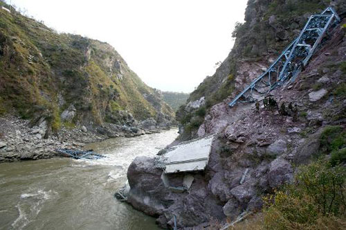 印控克什米尔地区_印控克什米尔地区发生桥梁坍塌事故(图)