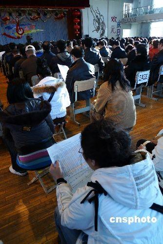 重庆上万名应届高中毕业生放弃v高中原因何在教材误高中计政治图片