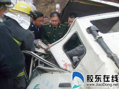 莱阳消防成功解救被困司机(图)-莱阳,消防-政法