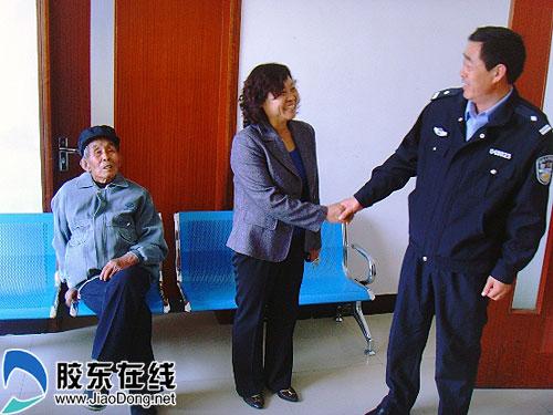 0时许,海阳市公安局东村派出所民警巡逻至城区香寓海宾馆对面时,图片