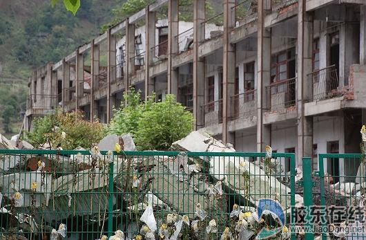 倒塌的北川中学遗址-新北川中学地震周年开建 将打造一流名校图片
