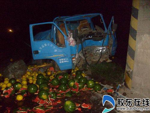 莱阳消防午夜营救被困司机(图)
