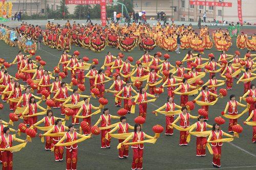 青岛中韩街道居民大型团体操精彩汇演(组图)