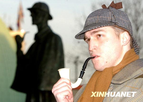 造侦探歇洛克·福尔摩斯而闻名的英国作家柯南道尔逝世,享年71岁