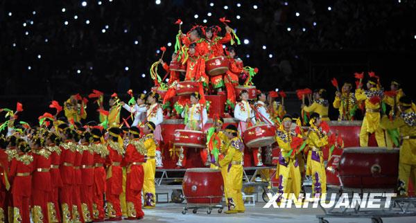 ,第十一届全国运动会开幕式将在济南举行.这是开幕前的表演长勺