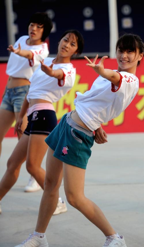 全运会现代五项比赛 烟台大学生美女热舞图