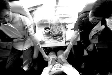 琪琪色撸影院_两康复学生正在撸袖献血