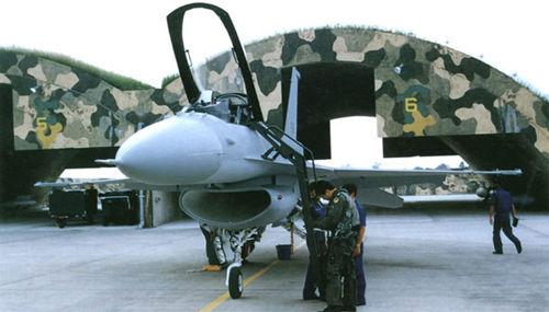 台湾色b破解_台湾空军的f-16a/b战斗机.资料图片