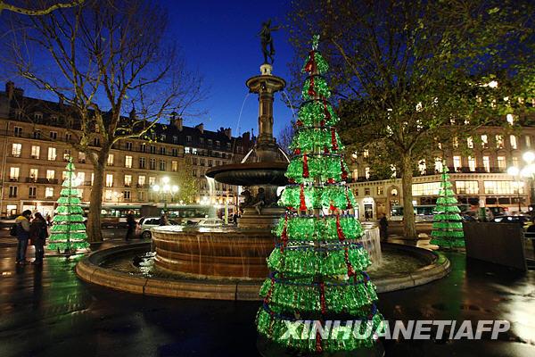法国巴黎:塑料瓶做成圣诞树(组图)