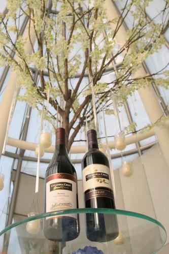 """葡萄酒工艺学家德尼迪乌尔迪厄介绍说:""""我们织布的料子,还有水果,都"""