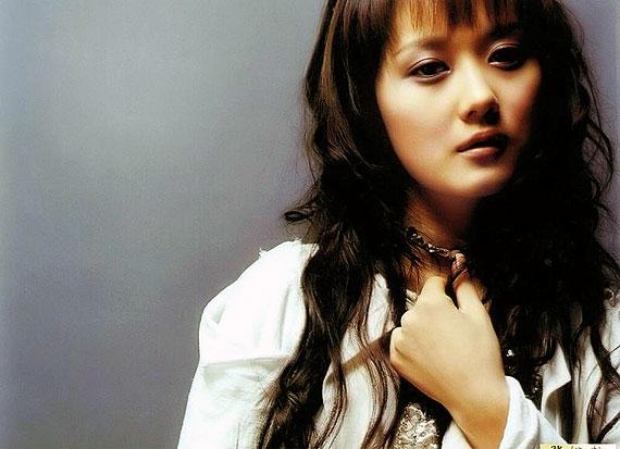 韩国艺人张娜拉下月来烟 不为钱只为做慈善(图)