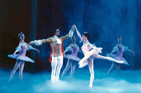 俄罗斯芭蕾舞剧卖得火 《天鹅湖》下月开跳(图)