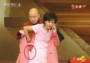 魔术给春晚找茬:细解刘谦网友称王菲假唱海边性感美女的图片