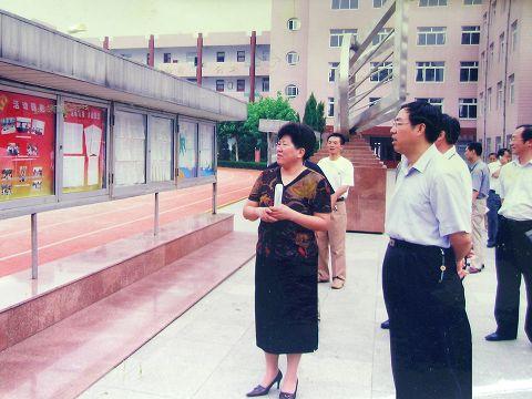 烟台十中改革开放30年(组图)