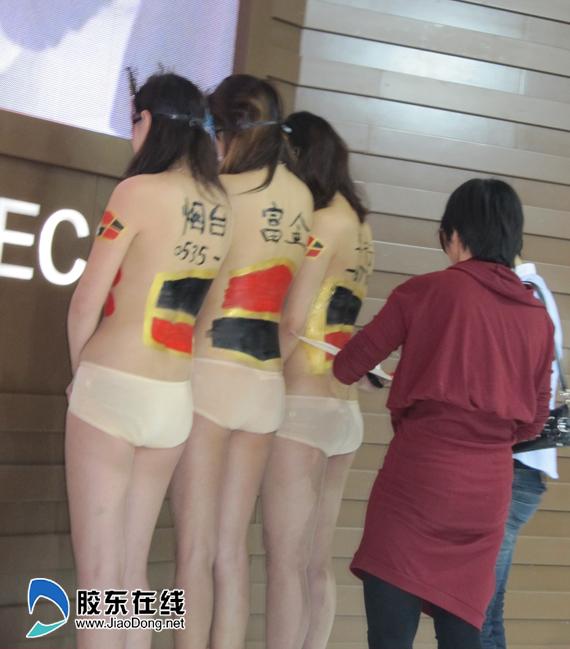 人体彩绘首次亮相港城 引众人惊呼图 社会新