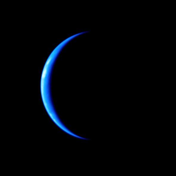 日本探测器在深空拍到数张月牙形彩色地球照片图片