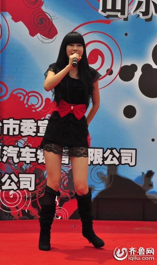 辣舞美女PK长发达人烟台站海选舞蹈频出(图)及亮点腰美女背影图片