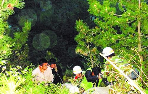 半年困了30名驴友 青岛崂山两山野路线很凶险