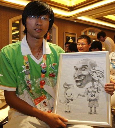 志愿者手绘漫画送巨星