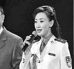 郑少东与警花王菲关系亲密 曝光后曾试图自杀