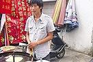 大学毕业生街头卖煎饼月入4000多元(图)