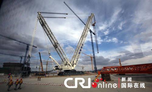 正在建设中的海阳山东核电工程现场,塔吊林立.