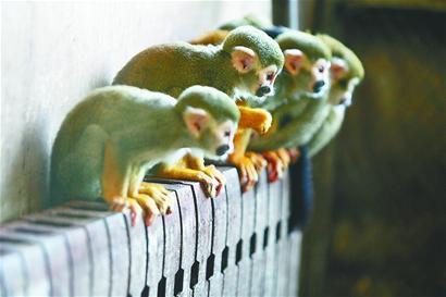 """""""保暖内衣""""的动物们是怎样取暖的?26日,记者在济南动物园看图片"""