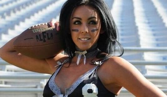美国性感橄榄球联赛 美女内衣上阵肉搏组图