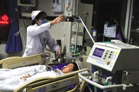 男子自制icu病房救子续:儿子表示愿意手术(图)