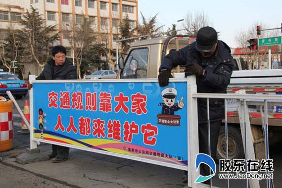 文明温馨提示牌 交通安全记心中图片