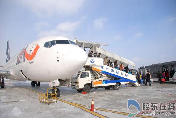 连续奋战3小时烟台机场恢复运营 滞留旅客离港