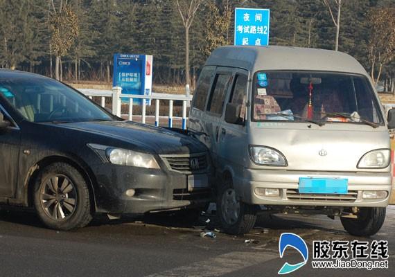 单方肇事事故_港城东大街发生交通事故 年底出行须谨慎