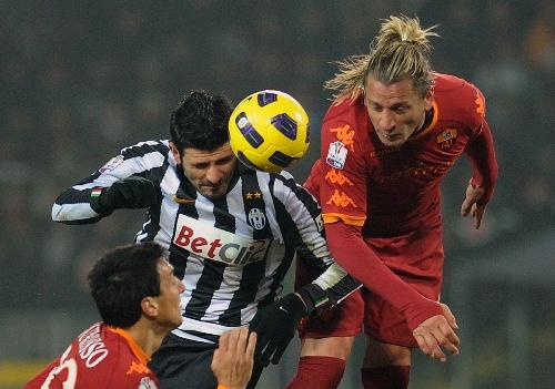 图文:意大利杯尤文出局 亚昆塔争顶头球 体育新