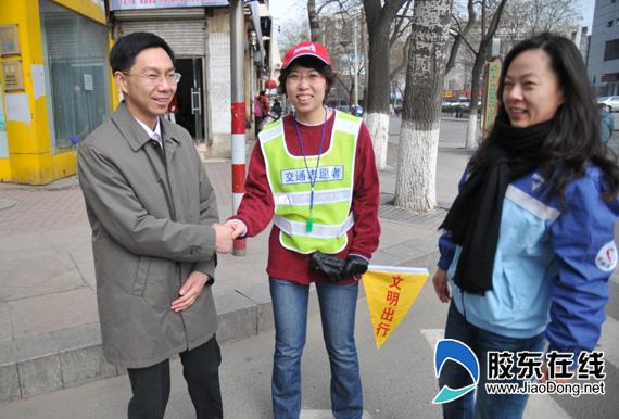 团市委领导看望并慰问安利志愿者